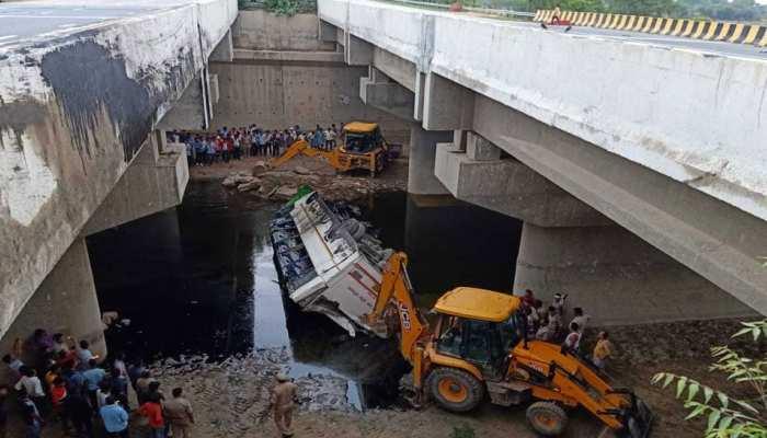 यमुना एक्सप्रेस-वे पर बड़ा हादसा, नाले में गिरी बस, 29 लोगों की मौत, बचाव कार्य जारी