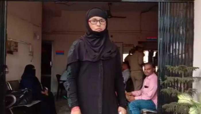 अलीगढ़ में मुस्लिम महिला ने ली BJP की सदस्यता तो मकान मालिक ने घर से निकाला