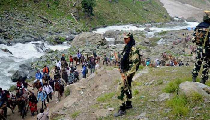 बुरहान वानी की बरसी पर अलगाववादियों ने बुलाई हड़ताल, एक दिन के लिए रोकी गई अमरनाथ यात्रा