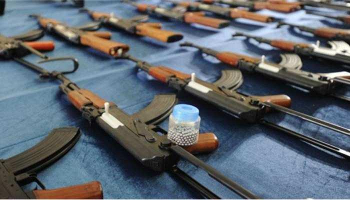 बिहार: बड़ी मात्रा में हथियार और विस्फोटक बरामद, जंगल में चला सर्च अभियान