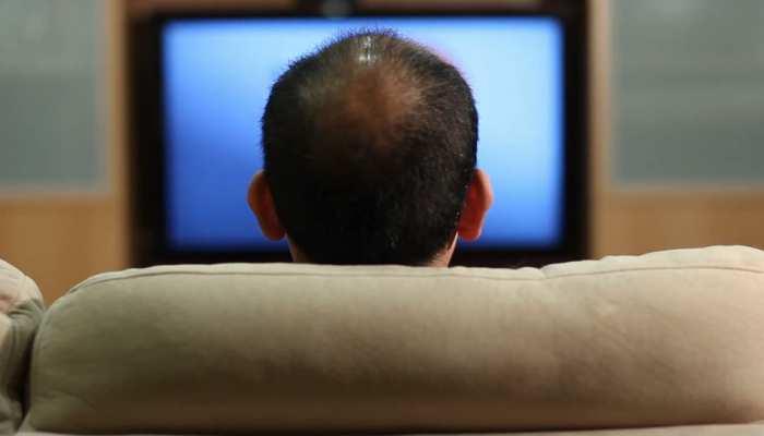 स्मार्ट टीवी पर पॉर्न साइट देखना पति-पत्नी को पड़ा महंगा, हैकर ने निजी पल वायरल किए