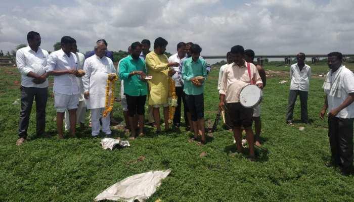 औरंगाबाद के जायकवाडी डैम में छोड़ा गया पानी, किसानों ने पूजा करके किया जल देवता का स्वागत