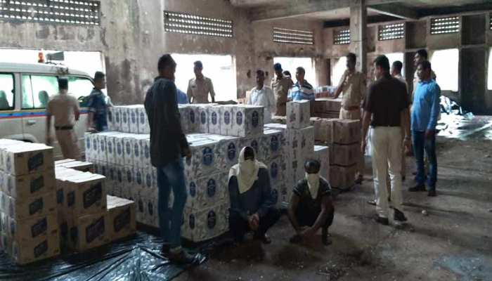 मुंबई: पुलिस ने जब्त की तस्करी कर लाई गई अवैध शराब, दो आरोपी गिरफ्तार