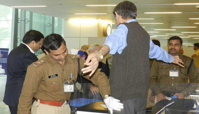 एयरपोर्ट के सीसीटीवी कैमरों में कैद हुआ BSF के एएसआई का गुनाह, हुआ निलंबित