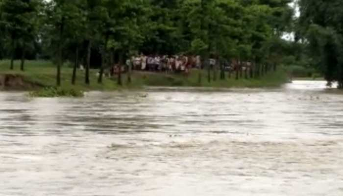 फारबिसगंजः बांध टूटने से नदी की दूसरी तरफ फंसे लोग, प्रशासन ने मदद में जताई असमर्थता