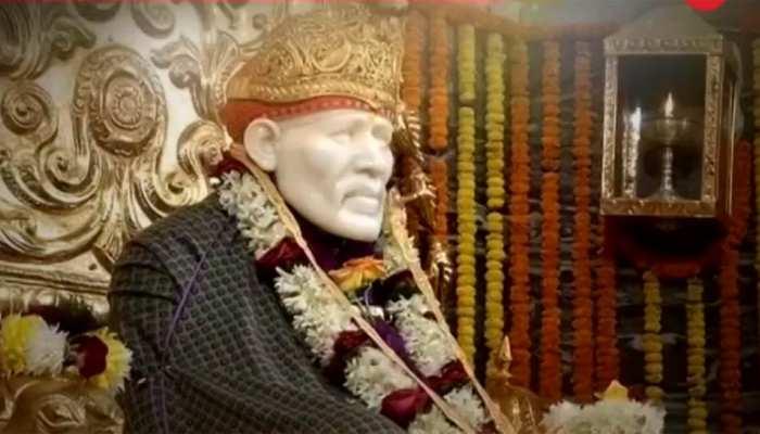 VIDEO: भक्तों का दावा-शिर्डी के मंदिर में दीवार पर उभरी साई बाबा की आकृति, लोगों ने किए दर्शन