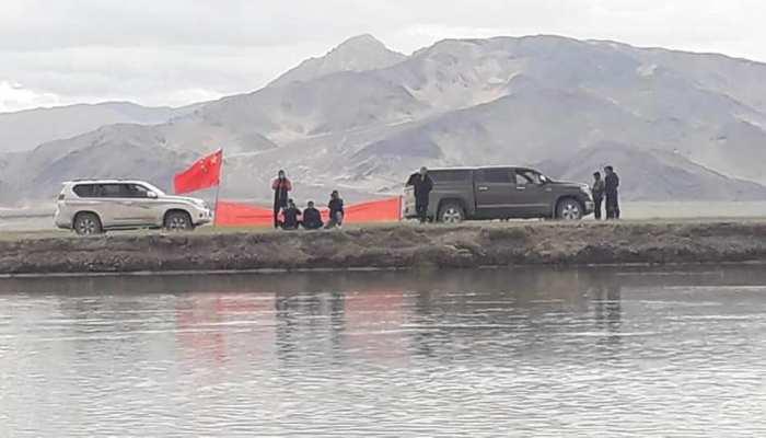 लद्दाख: भारतीय सीमा में दिखाई दिए चीनी सैनिक, बैनर और झंडा लहराया!