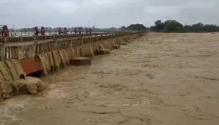 बिहारः कमला नदी ने धारण किया विकराल रूप, बेघर हजारों लोगों का आरोप- प्रशासन ने नहीं दी सूचना
