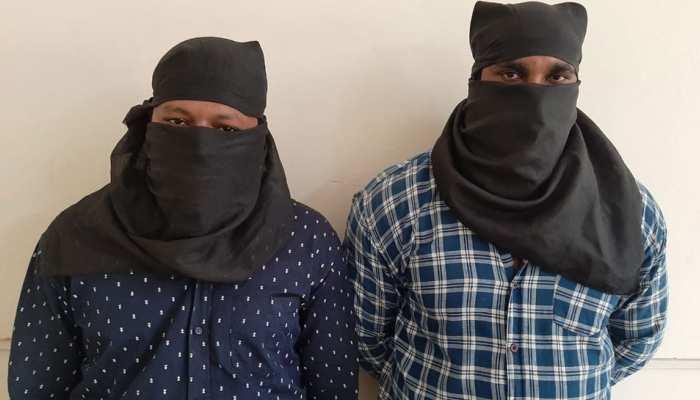 लूट की सेंचुरी लगाने वाले 2 शातिर लुटेरे दिल्ली में गिरफ्तार