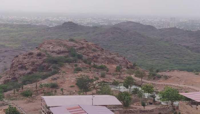 वीरान पहाड़ आज है जल संरक्षण का नायाब नमूना, छिपी है संघर्ष की कहानी