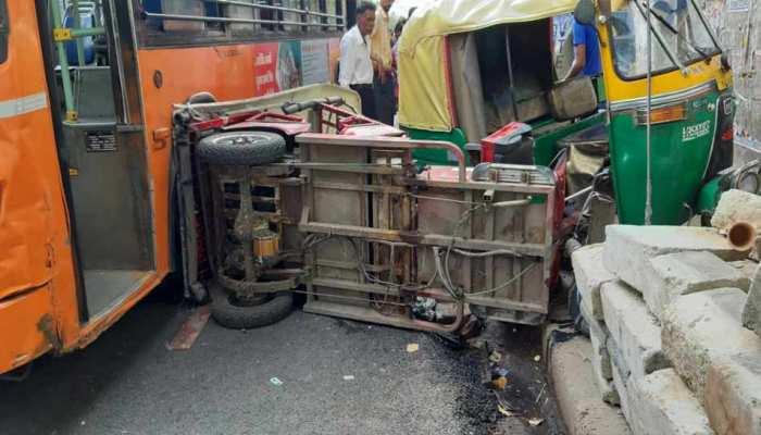 बेकाबू DTC बस ने सड़क पर खड़े ऑटो और ई-रिक्शा को रौंदा, कई घायल, महिला की हालत गंभीर