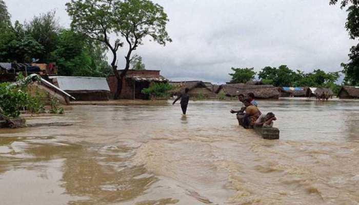 उत्तर प्रदेश में खतरे के निशान से ऊपर बह रहीं नदियां, कई इलाके बाढ़ की चपेट में,