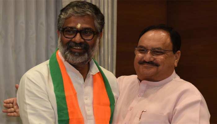 पूर्व पीएम चंद्रशेखर के बेटे नीरज शेखर समाजवादी पार्टी छोड़ BJP में हुए शामिल