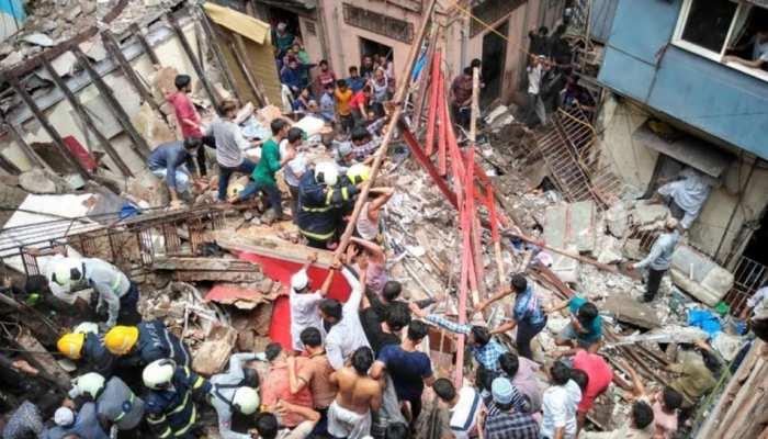 मुंबई में 4 मंजिला इमारत गिरी, 18 माह के बच्चा सहित 13 लोगों की मौत
