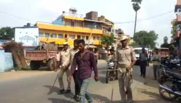 अपराधियों का खौफ लोगों से खत्म करने के लिए कुख्यात को गिरफ्तार कर नगर में घुमाया