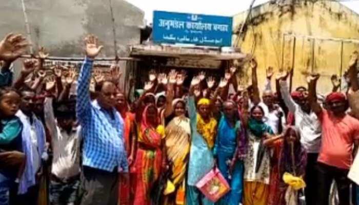 बिहारः बाढ़ से जूझ रहे लोग राशन नहीं मिलने से परेशान, किया प्रदर्शन