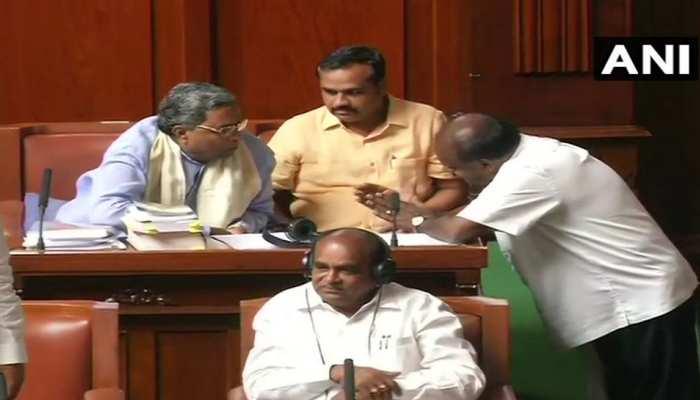 LIVE: कर्नाटक संकट: राज्यपाल ने CM कुमारास्वामी से कहा-कल 1.30 बजे बहुमत साबित करो