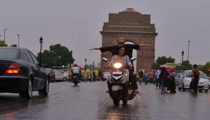दिल्ली में आज हल्की बारिश की संभावना, देहरादून में भी बरसेंगे बादल