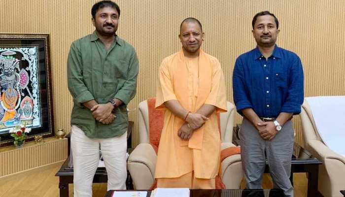 सुपर 30: बिहार और राजस्थान में टैक्स फ्री होने के बाद सीएम योगी से मिले आनंद कुमार