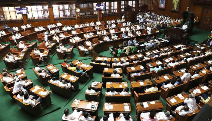 कर्नाटक: विधानसभा में विश्वास मत पर चर्चा जारी, सिद्धारमैया बोले, 'सोमवार तक चल सकती है बहस'