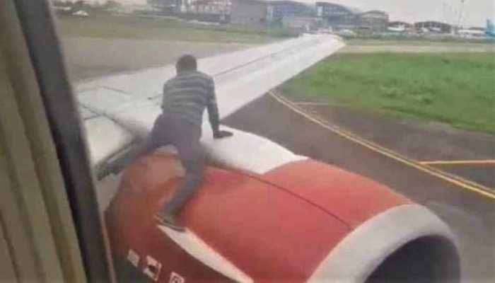 टेकऑफ के लिए तैयार था विमान, अचानक पंखे पर चढ़ गया एक आदमी और फिर...