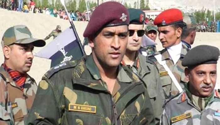 धोनी इंडियन आर्मी के साथ कश्मीर में करेंगे ट्रेनिंग, सेना प्रमुख ने दी मंजूरी: सूत्र