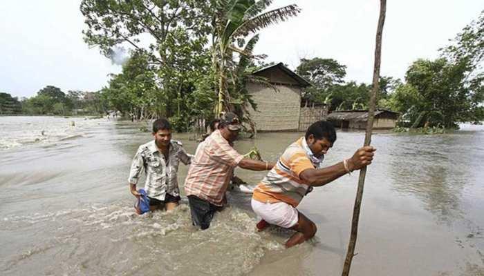 असम : बाढ़ से 67 लोगों, 187 जानवरों की मौत, 100 से अधिक हिरण शामिल