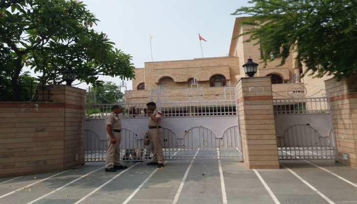 कांग्रेस नेता कुलदीप बिश्नोई के घर पर इनकम टैक्स विभाग के छापे दूसरे दिन भी जारी