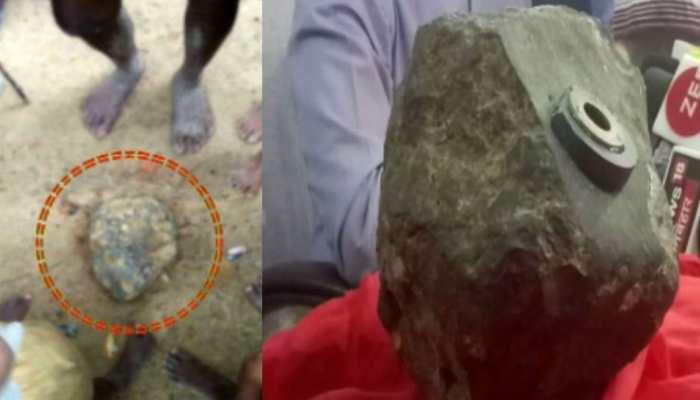 बिहार: मधुबनी में आसमान से गिरा 15 किलो का पत्थर, उल्का पिंड होने के लगाए जा रहे कयास