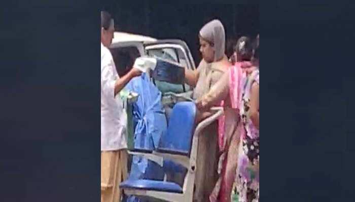 दिल्ली: गर्भवती महिला ने कैब में ही बच्चे को दिया जन्म