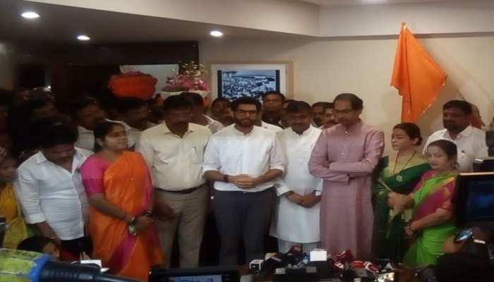 महाराष्ट्र : विधानसभा चुनाव से पहले शरद पवार को झटका, मुंबई NCP अध्यक्ष शिवसेना में शामिल