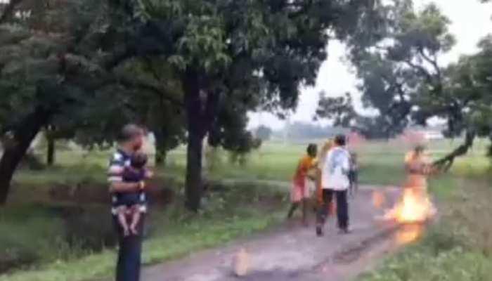 गोरखपुर : जमीनी विवाद में महिला ने की आत्मदाह की कोशिश, बेटों के सामने खुद को किया आग के हवाले