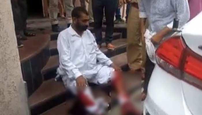रोहतक में पुलिस प्रताड़ना से तंग व्यक्ति ने एसपी ऑफिस में काटे पैर, हालत गंभीर