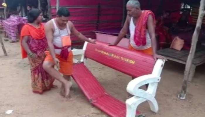 बिहार : कावरियों की सुविधा के लिए बने बेंच बने खतरनाक, टूटने से यात्री घायल
