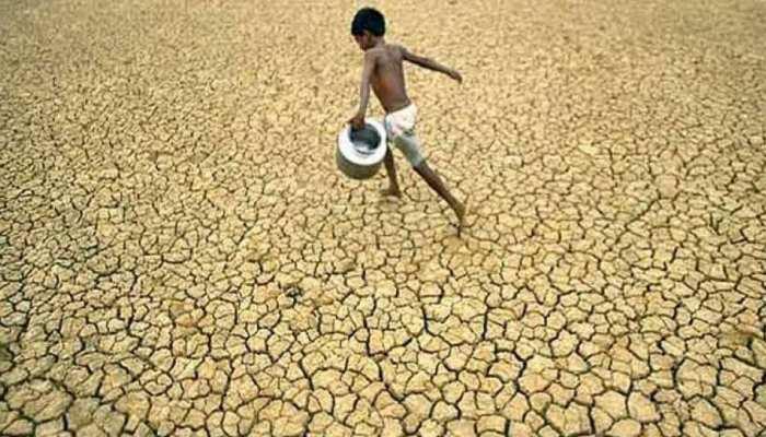 MP: बारिश करवाने के लिए मुखिया के बांधे हाथ-पैर, महिलाओं ने खेत में चलाए हल