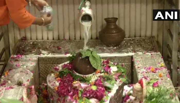 सावन के दूसरे सोमवार पर मंदिरों में उमड़े शिवभक्त, भोले बाबा को प्रसन्न करने के लिए ऐसे करें पूजा
