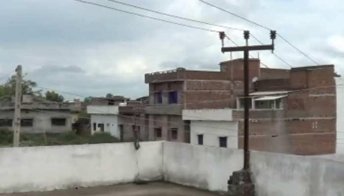 गया के इस मोहल्ले में छतों से होकर गुजरती है 'मौत', 11000 वोल्ट के तार से लोग परेशान
