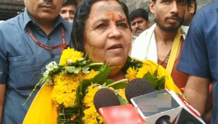 उमा भारती ने महाकाल मंदिर के पुजारी से कहा- 'आप मुझे साड़ी गिफ्ट कर दें, अगली बार वही पहन कर आऊंगी'