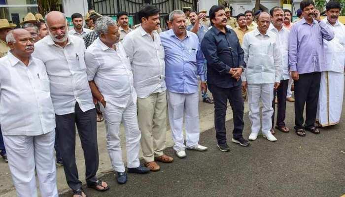 कांग्रेस ने कर्नाटक के 14 बागी विधायकों को निष्कासित किया