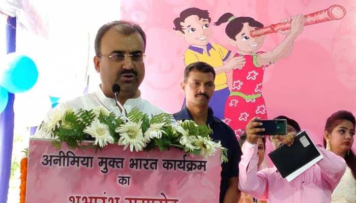 मंगल पांडेय ने आयरन की गोली खिलाकर की 'अनीमिया मुक्त बिहार' अभियान की शुरुआत