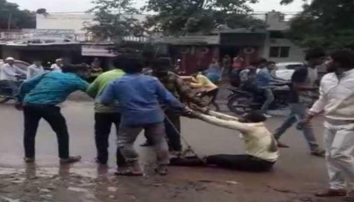 MP: पैसों के लेनदेन पर हुआ विवाद, रस्सी से बांधकर युवक को घसीटा, फिर बेरहमी से पीटा