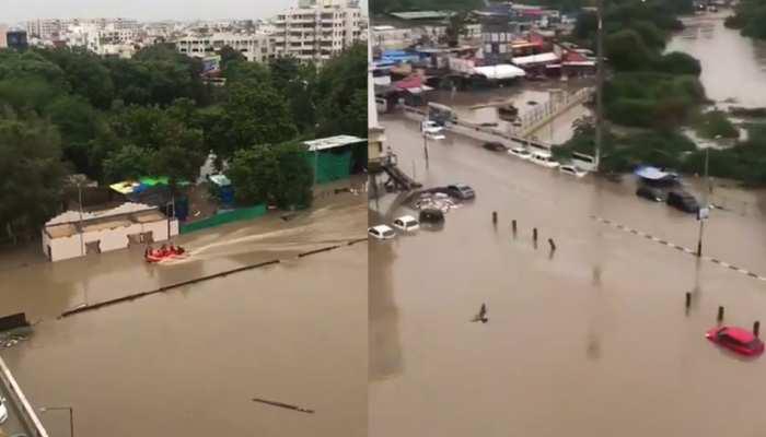 भारी बारिश की वजह से वडोदरा में बाढ़ जैसे हालात, घरों में घुसे मगरमच्छ