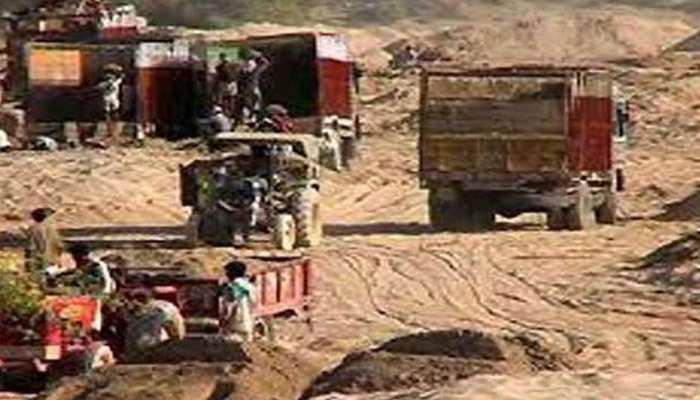 मध्य प्रदेशः अवैध रेत से भरे ट्रेक्टर ने बाइक सवार को मारी टक्कर, 1 की मौत, दो घायल