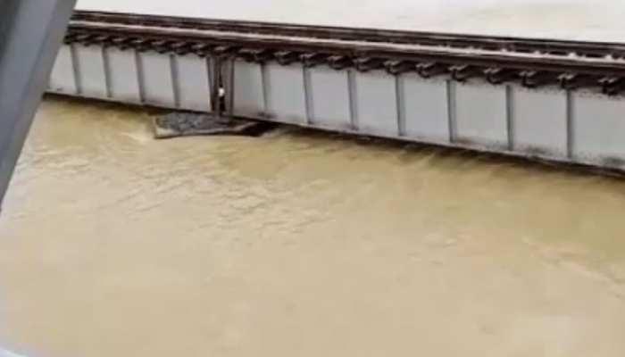 बिहार: नदियों के जलस्तर में आई कमी, समस्तीपुर-दरभंगा रेलखंड पर ट्रेनों का परिचालन शुरू