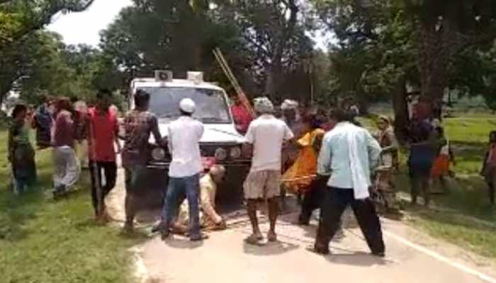 बिहारः कैमूर में भूमि विवाद निपटाने पहुंचे सीओ, ग्रामीणों ने लाठी डंडे किया हमला