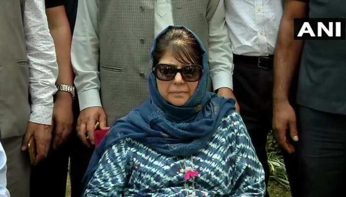 जम्मू-कश्मीर में सरकार जो करने जा रही है, उसके नतीजे बेहद खतरनाक होंगे : महबूबा मुफ्ती