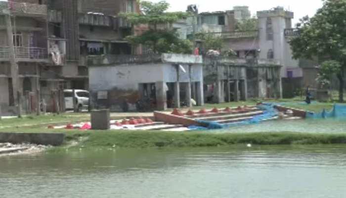 तालाबों के जमीन पर अतिक्रमण कर बने आलिशान मकान, कोर्ट की फटकार के बाद प्रशासन जागी