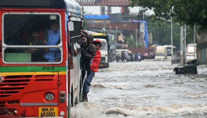 मुंबई ही नहीं पूरे महाराष्ट्र में बारिश का कहर, नाशिक और पुणे जैसे जिलों में हालात गंभीर