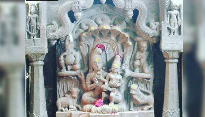 Nag Panchami 2019: साल में सिर्फ एक बार दर्शन देते हैं नागचंद्रेश्वर भगवान, नाग पंचमी के दिन खुलता है मंदिर