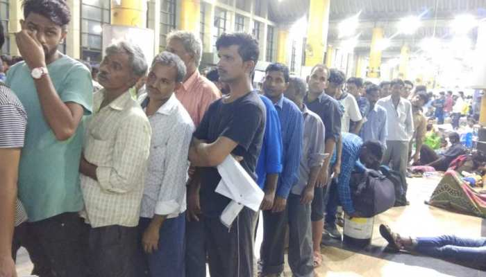 Mumbai- Many trains canceled due to heavy rains, huge crowds at the station
